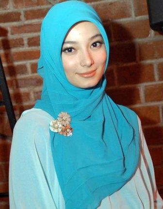 Asmiranda andah berjilbab sangat cantik artis indonesia semoga kekal ...